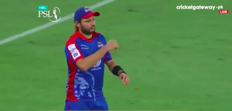 Koi aur fielder hota to yay catch b na h...