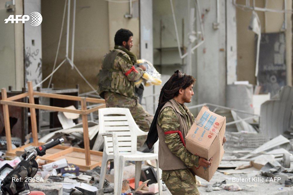 Des rebelles syriens alliés à Ankara se sont livrés dimanche à des pillages dans la ville kurde d'Afrine, dans le nord-ouest de la Syrie, après avoir pris avec les forces turques le contrôle de la cité https://t.co/9xF0sy4OKC #AFP