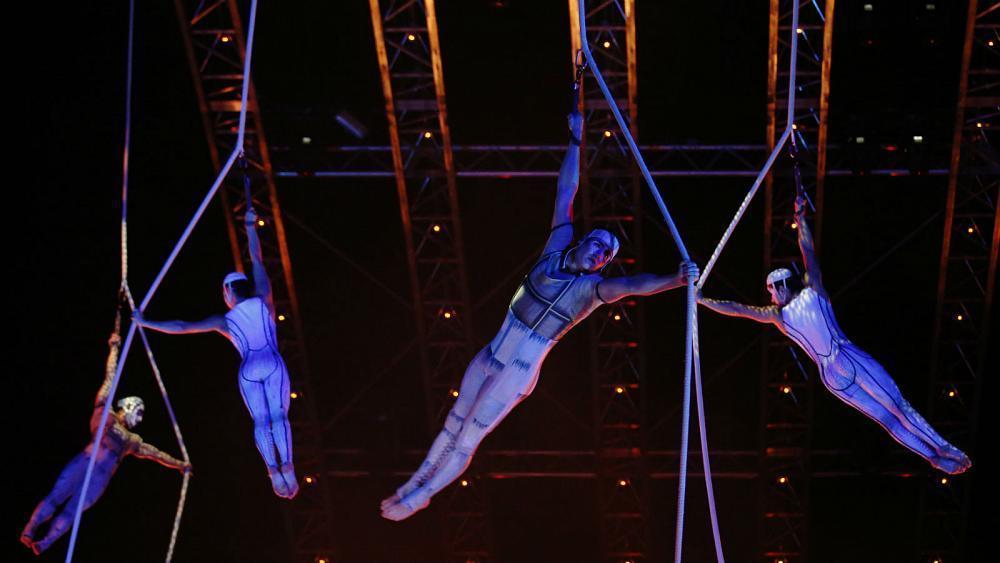 Cirque du Soleil acrobat dies after mid-performance fall https://t.co/4hywAiY6n7