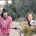 Cuentistas del mundo: está a punto de empezar #ElRunningShow dedicado a todos vosotros. Con los actores @Adrian_Lastra y @mariola_fuentes, el escritor @JuanGomezJurado y el payaso viajero @biciclown. Un programa con mucho cuento.