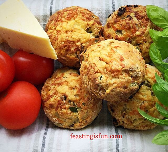 Cheddar Sun Dried Tomato Scones if #GBBO has inspired you 😉 #feastingisfun.com/cheddar-sun-dried-tomato-scones/ #recipe #bakeoff #baking