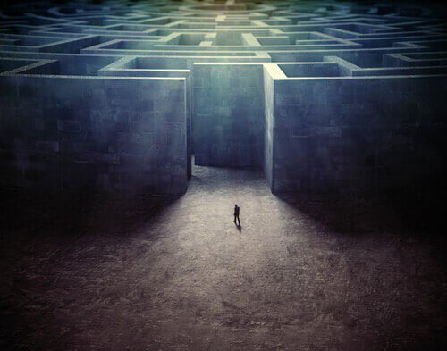 Da un labirinto si esce. Da una linea re...