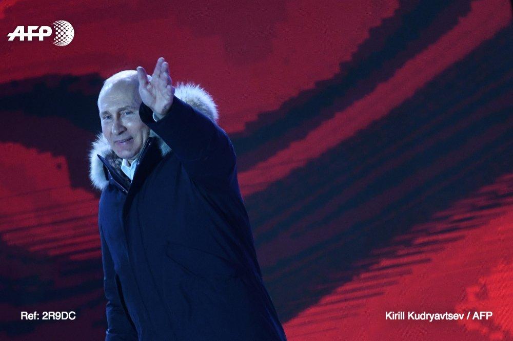 Vladimir Poutine a été réélu dimanche pour un quatrième mandat à la tête de la Russie, fort d'un score aux allures de raz de marée toutefois marqué par des accusations de fraude de l'opposition https://t.co/hBw7mXrhhn #AFP