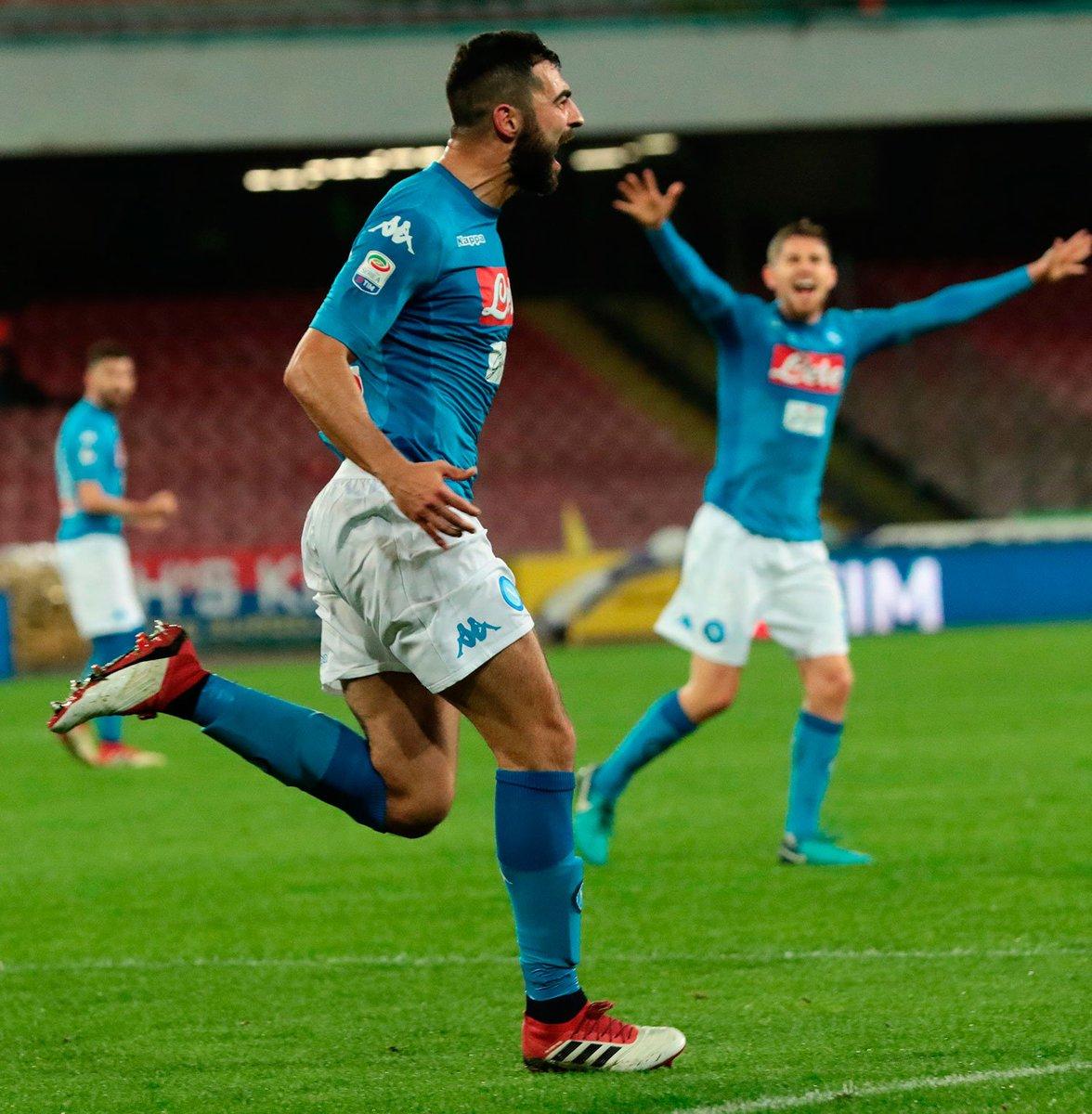 Albiol reengancha al Napoli a la pelea por el Scudetto.