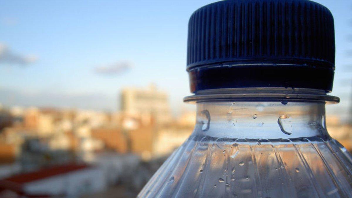 ペットボトルの水の93%はマイクロプラスチックを含んでいることが判明。WHOが検証へ #サイエンス https://t.co/XC8rCpNMGi