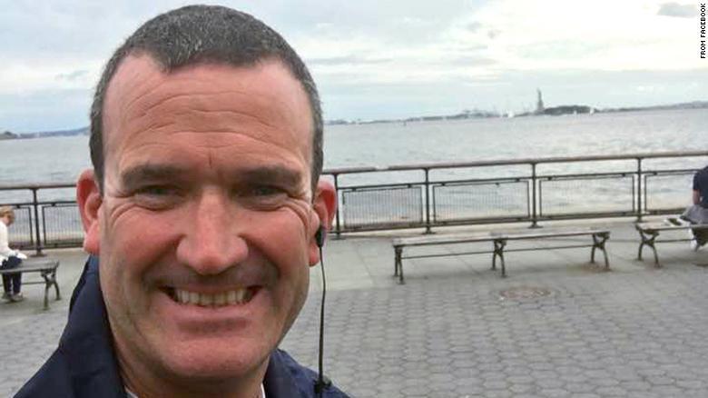 9/11 hero who saved hundreds dies of cancer at age 45 https://t.co/4CJuD7bkCt https://t.co/gda9vVH3be