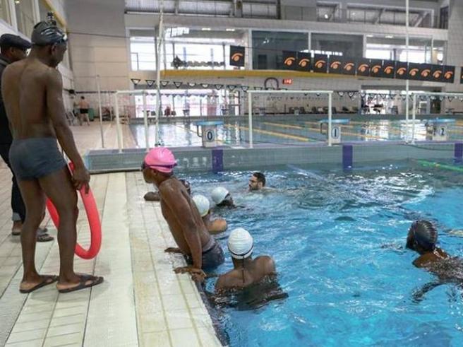 Novara, il Comune leghista nega la piscina ai migranti per un corso di nuoto  https://t.co/z9UwKY5iLe