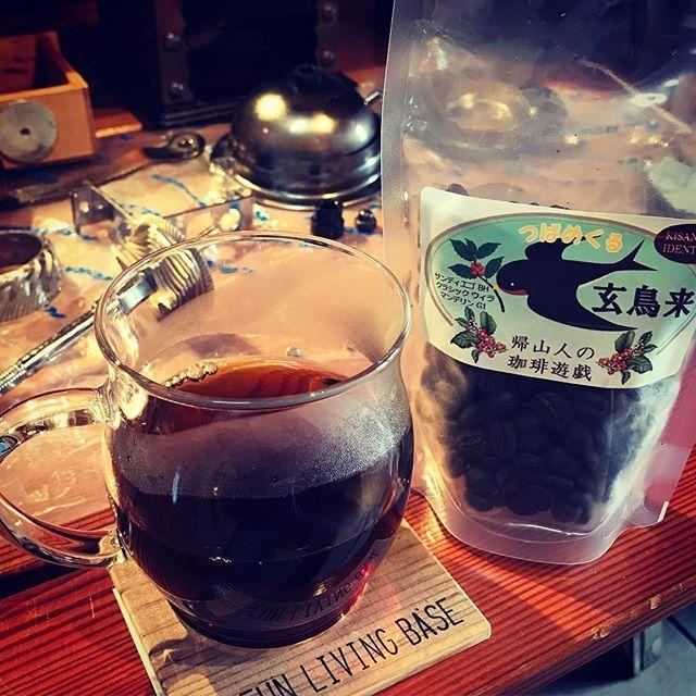 アンティークコーヒーミルをオーバーホールしながら帰山人さんの「玄鳥来」をいただく。 ブラックハニーが甘く香りSpring has come!って感じで美味です。 #帰山人の珈琲遊戯 #アンティークコーヒーミル