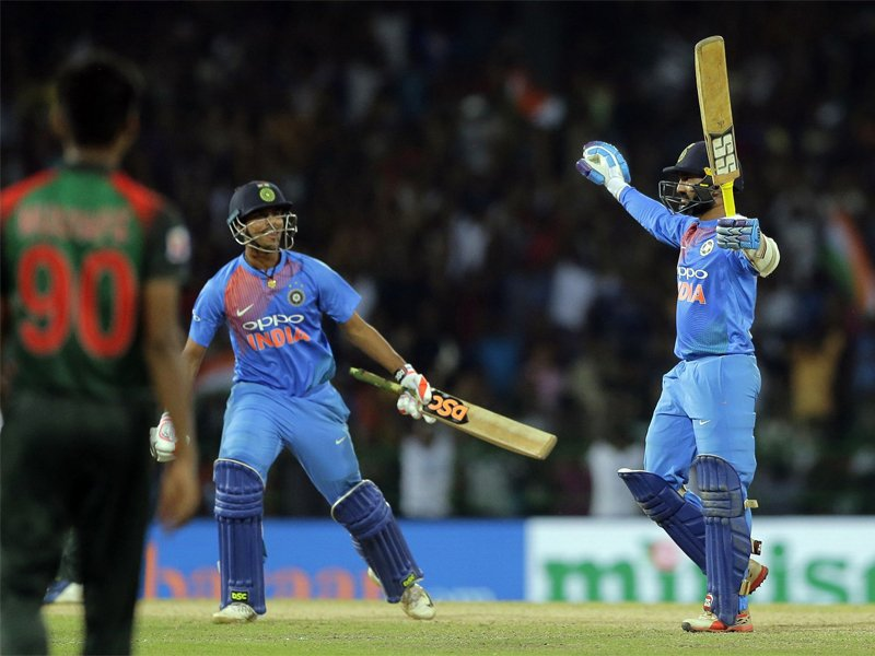 #NidahasTrophyFinal   @DineshKarthik heroics helps India beat Bangladesh to win Nidahas Trophy   READ: https://t.co/wgomlH5CWr
