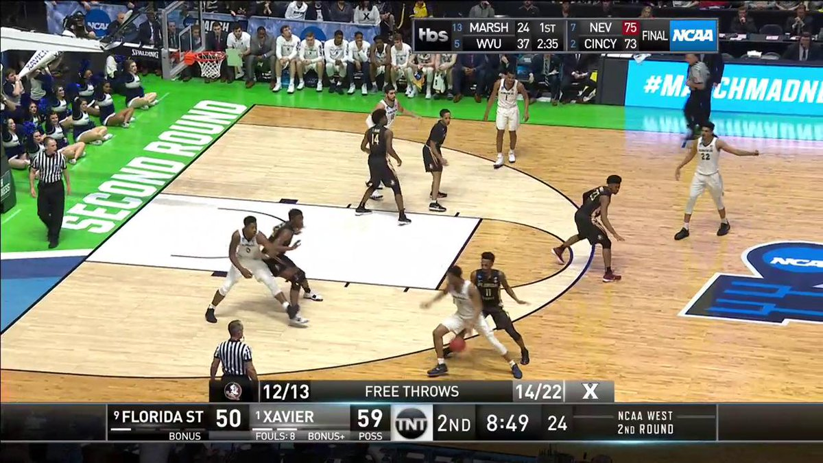 WATCH OUT BELOW! 😳  #MarchMadness https:...