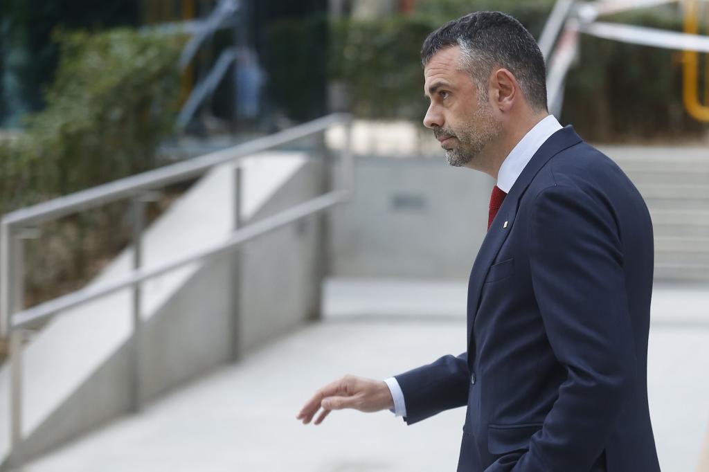 #Exclusiva 🔵 Los correos de Santi Vila revelan que disponía de informes económicos que contemplaban una caída del PIB de Cataluña de hasta el 20%. https://t.co/GhOkJVSJ19