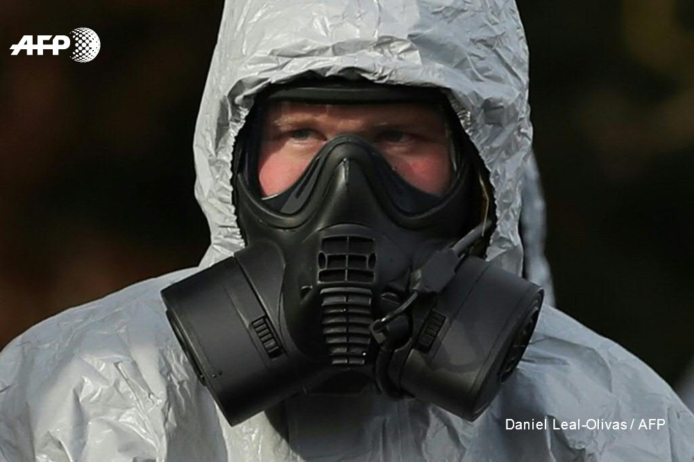 International chemical weapons experts were due to arrive in Britain to collect samples of a nerve agent used to poison a former Russian spy https://t.co/HCqaVBLwm0