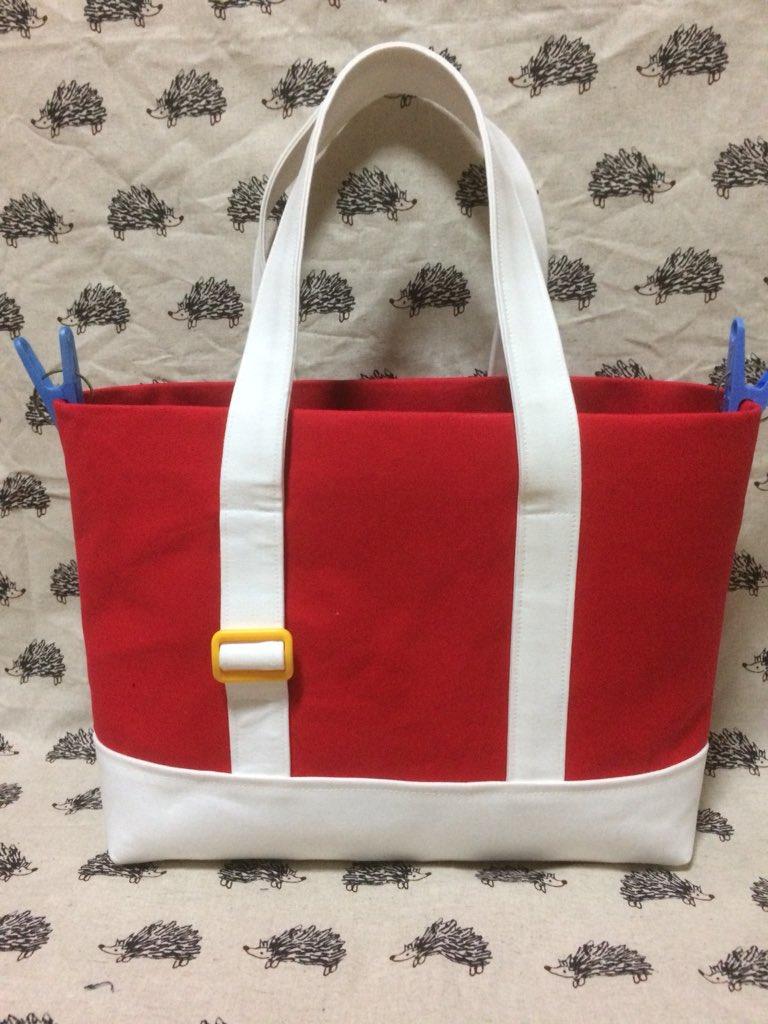 ソニックのお靴モチーフのバッグあと少しで完成です!A4サイズ、セガサターンがすっぽり入ります(◜௰◝) #セゲいち14 に持っていきます〜!