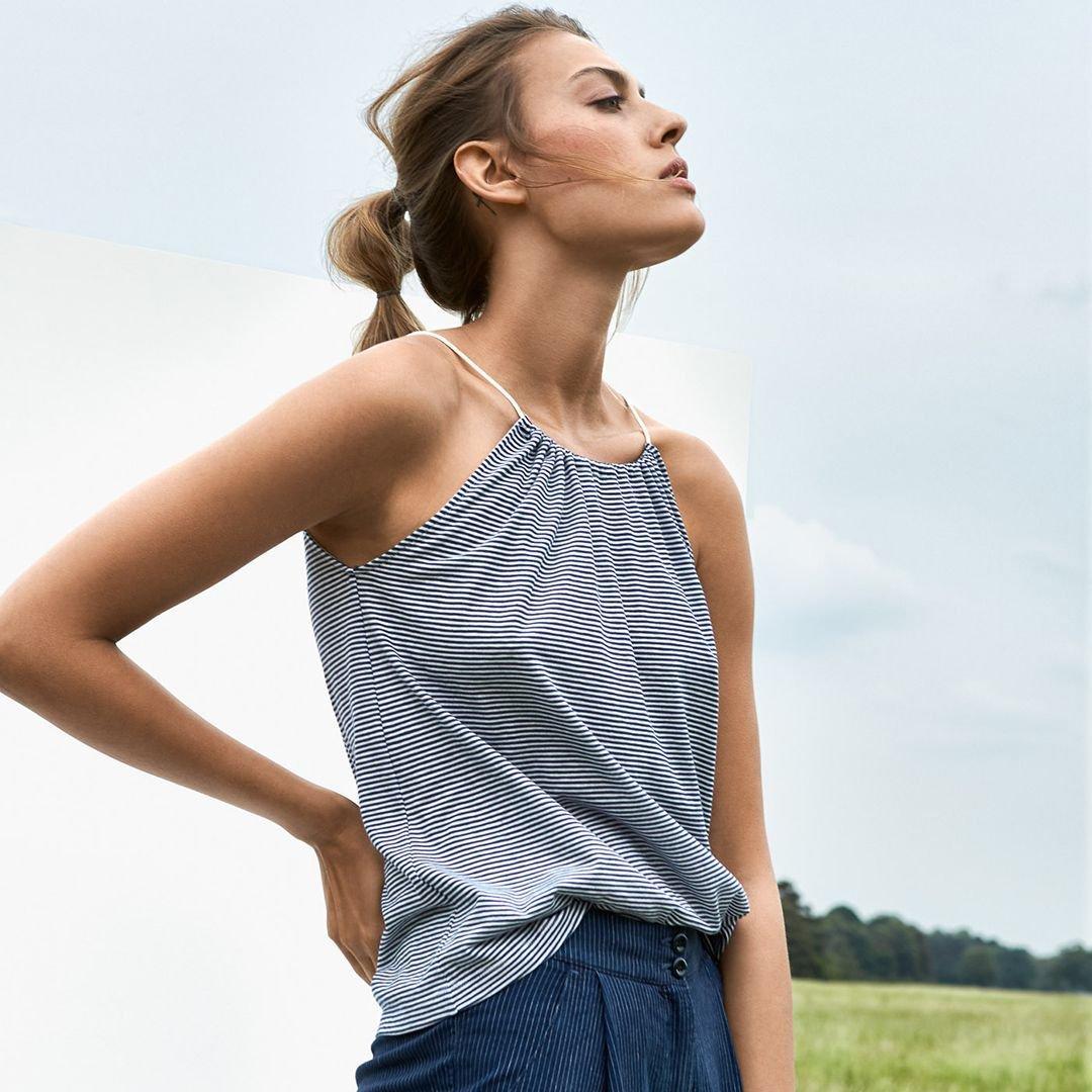 SUMMER BASICS Entdecken Sie unseren feinen #Summer #Basics mit denen Sie Ihre Garderobe modisch auf Kurs bringen. Wie zum Beispiel das kleine Neckholdertop aus Pima-Baumwolle im Feinstreifen. Jetzt alle Oberteile entdecken: https://buff.ly/2pjKX6Vpic.twitter.com/6qDlr0Vf8k