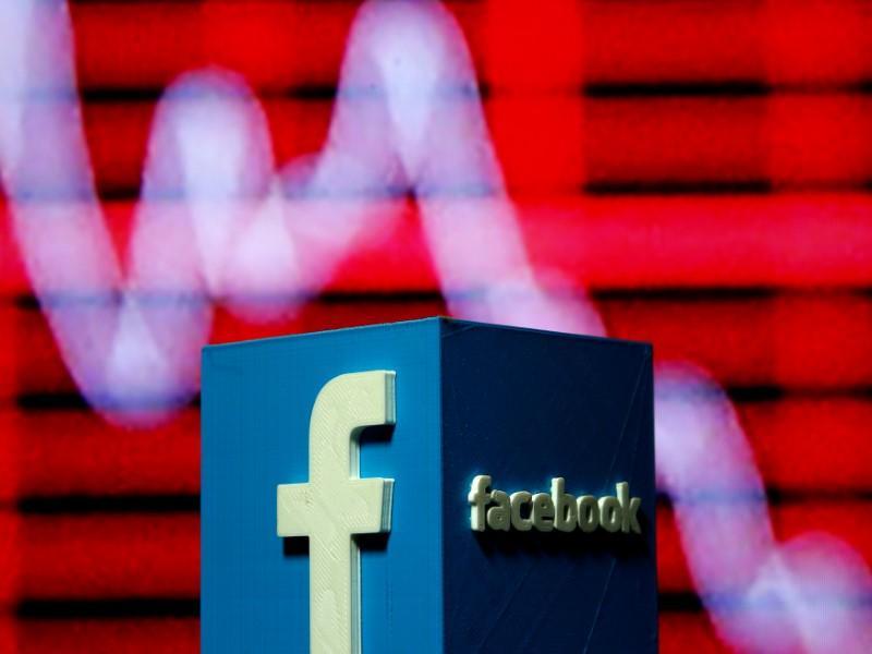 Facebook shares slide after reports of data misuse https://t.co/Z7x6oktdYc https://t.co/TmmlLFVJXE