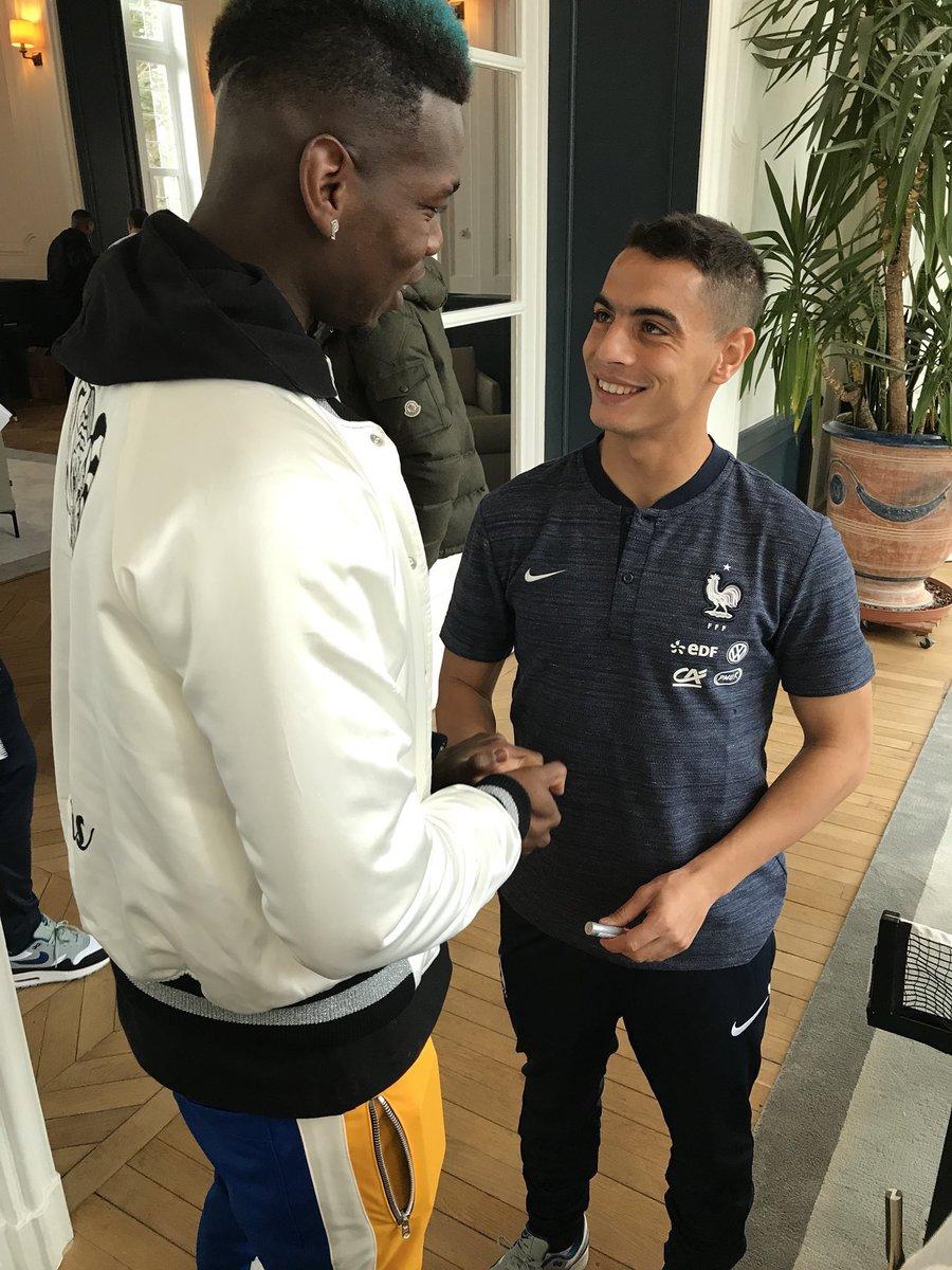 La différence de gabarit entre Paul Pogba et Wissam Ben Yedder... (📸 @equipedefrance)