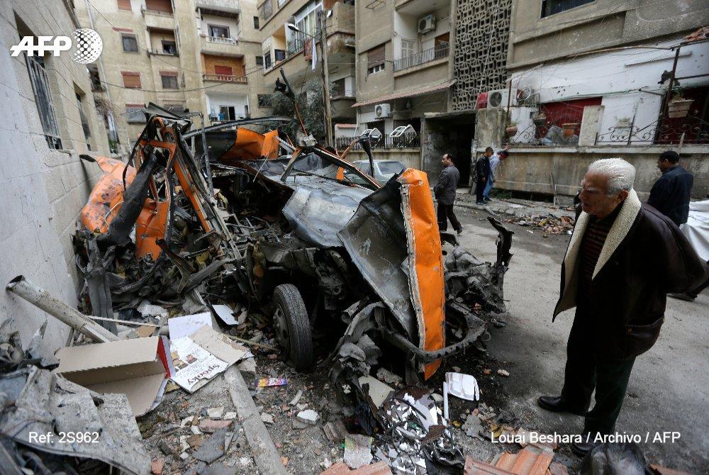 Los obuses, el pan de cada día de los habitantes de Damasco #AFP https://t.co/2yRpUccdzM