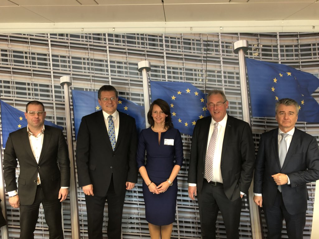Successful meeting with @MarosSefcovic @EU_Commission about Northern Netherlands' green hydrogen economy.H2 to transport&store large quantities of North Sea offshore wind.The missing link in the transition to a sustainable energy system @advanwijk @NIB_NNL @brouns_p @newenergyco https://t.co/twxBP5Da0W