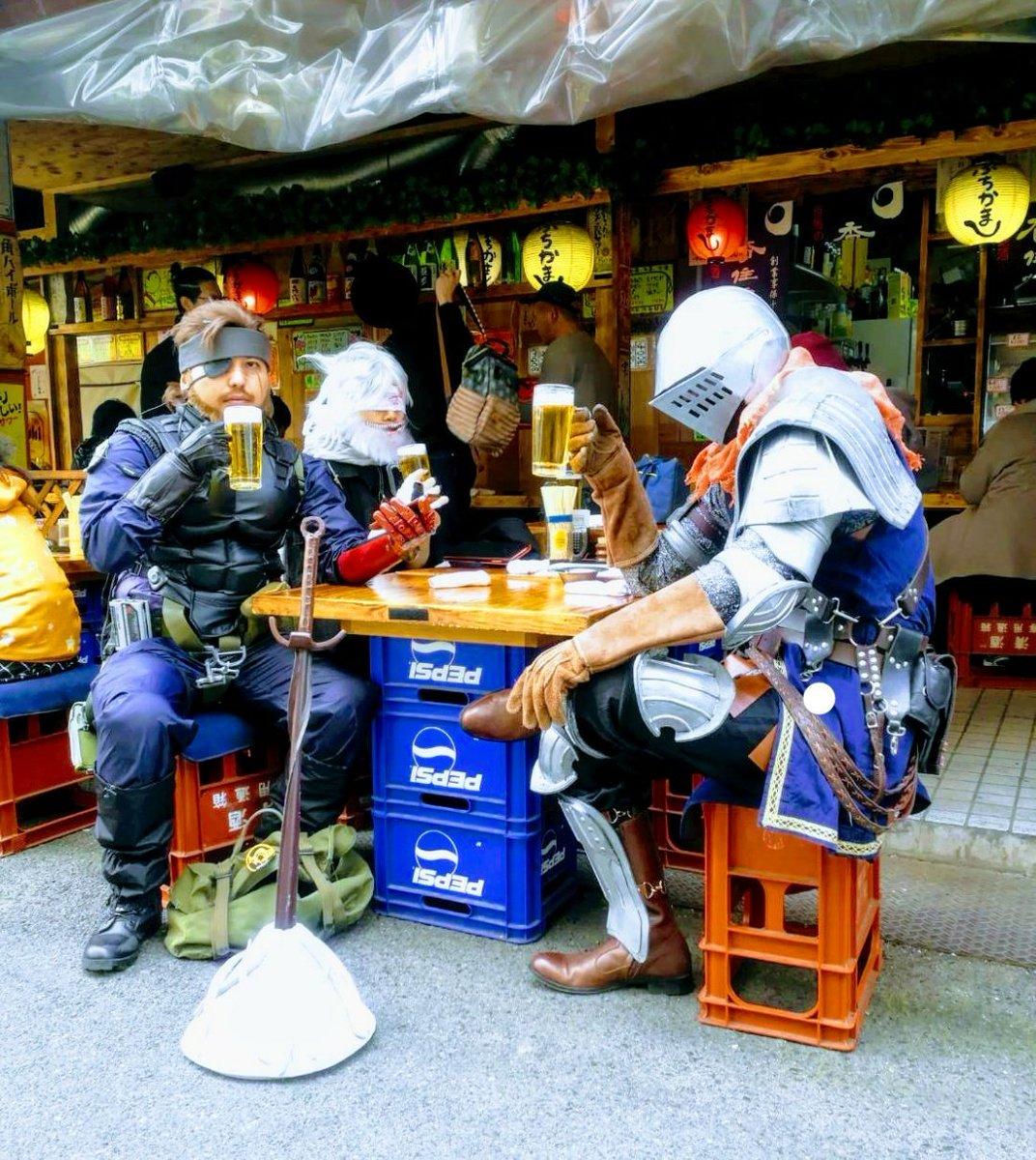 この写真のせいで行きつけのお店が「異世界居酒屋」って呼ばれてるの笑う https...