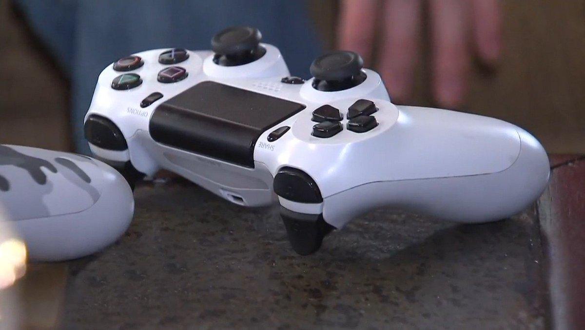 Etats-Unis: un enfant de neuf ans tue sa soeur pour une manette de jeu vidéo https://t.co/AKm6XyLgkC