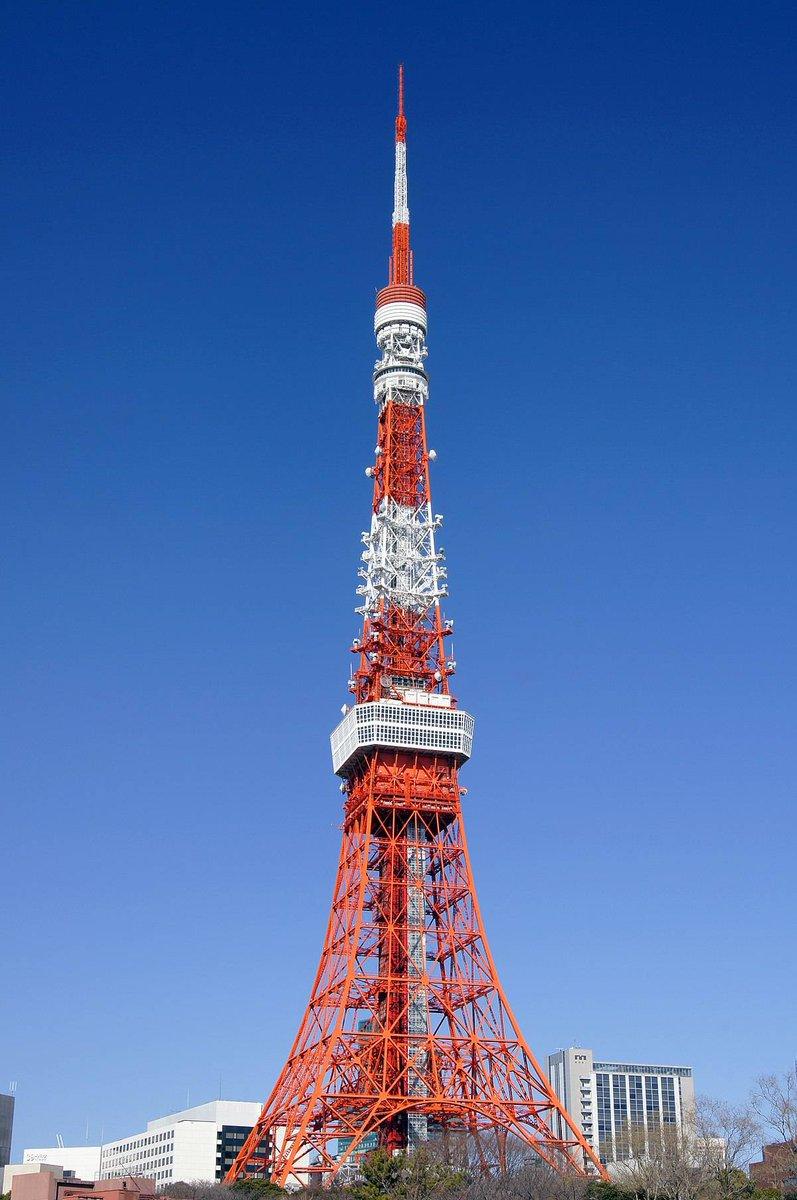 ℹ #LeSaviezVous ? #Paris n'est pas la seule ville à avoir une #TourEiffel ! Peu après 1889, de petites dames de fer sont construites à Tokyo, Berlin ou Lyon ! 🦁🗼 #secretsdhistoire   📸 Les tours de Tokyo et de Lyon.