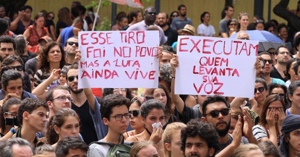 Após homenagem à Marielle, dono de bar tradicional do Rio é levado para delegacia https://t.co/e2bbWIJEJ6