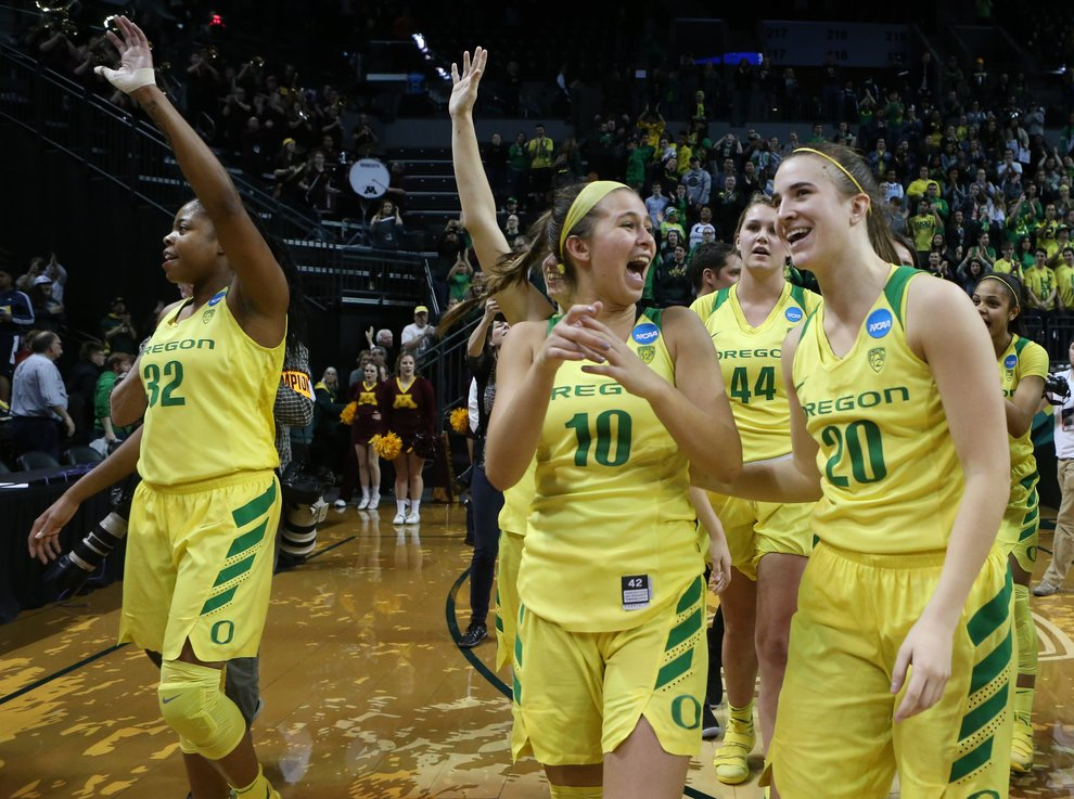Overheard in the locker room this morning: 'I'm so damn proud of those women!'   @OregonWBB is headed back to the Sweet 16 after two dominant NCAA Tournament performances at Matthew Knight Arena.   Get it, girls! https://t.co/NrcvqZhsyl #RGnews @rgduckfootball @ChrisPietsch
