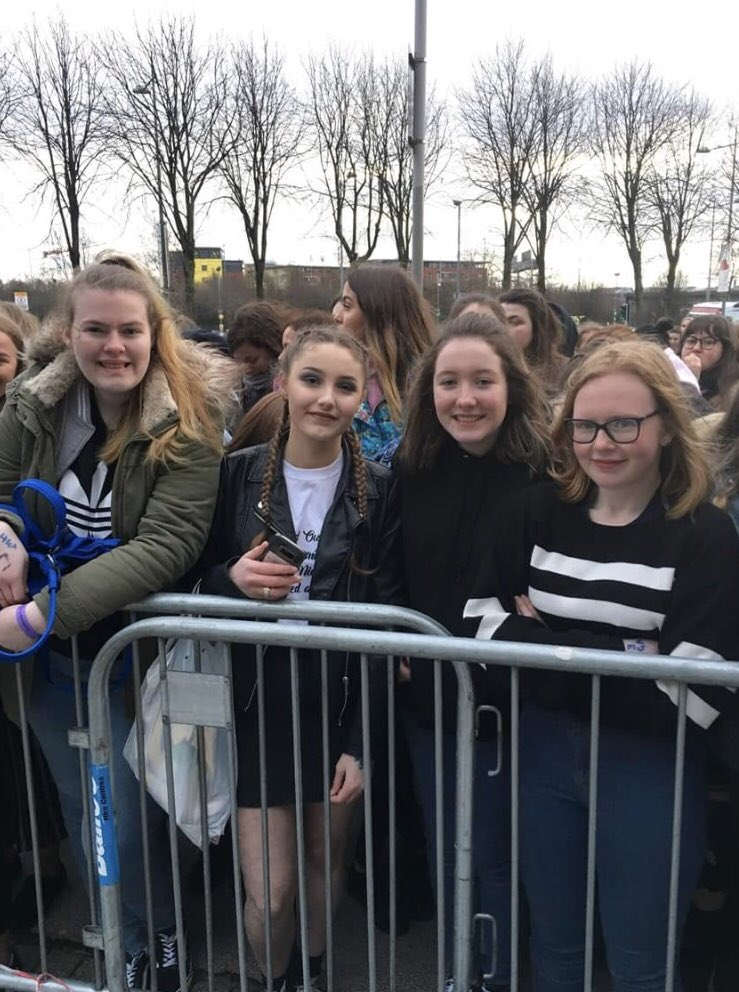 It'll be a week tomorrow since I camped for 19 hours and seen one of the most important people in my life perform solo with some of my best friends I miss it so much :( ❤️ #FlickerWorldTourBelfast @Lucygrace165 @NiallOfficial