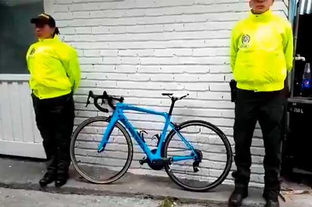 Policía recupera bicicleta que le habían robado a Óscar Sevilla en Bogotá bit.ly/2G3TyoK