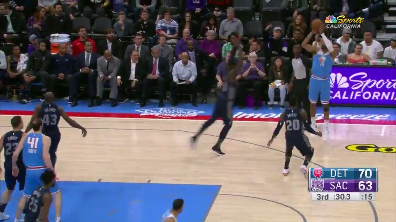 The triple rolls in to put Vince Carter at 22nd on the all-time scoring list in NBA History! #SacramentoProud https://t.co/bDSuVaNJkz