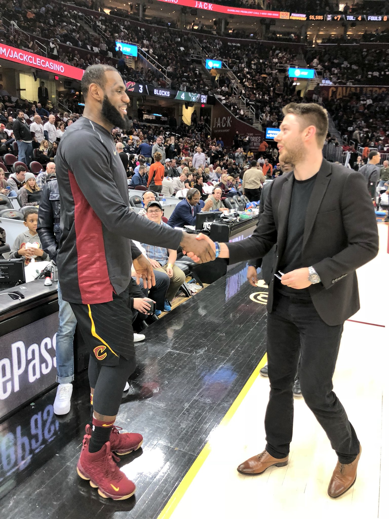 LJ x DELLY! https://t.co/I8lEqJYtzw