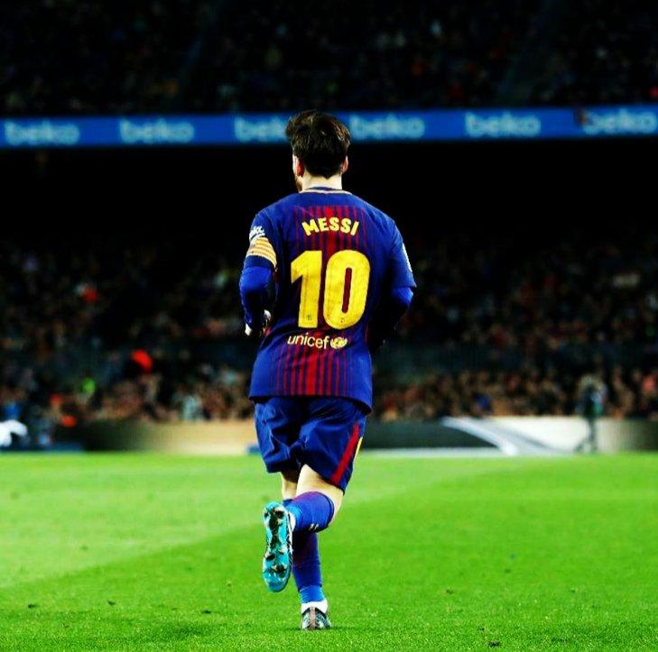 Paul Pogba: Messi y el fútbol son dos cosas juntas. Sólo queda admirarlo porque hace cosas que nadie hace. El fútbol lo siente, el fútbol lo tiene dentro. Es una cosa que Dios le da. Es increíble.