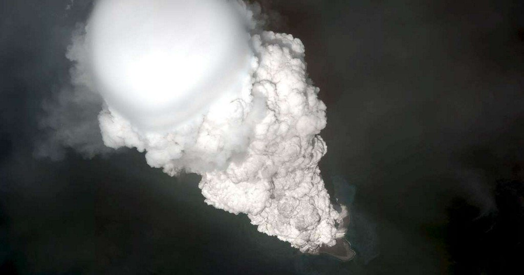 Listen to the first-ever recordings of volcanic thunder https://t.co/fp4EU30gIQ https://t.co/PutzMQY5bq