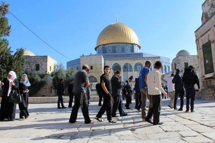 مستوطنون يقتحمون المسجد الأقصى صباح اليو...