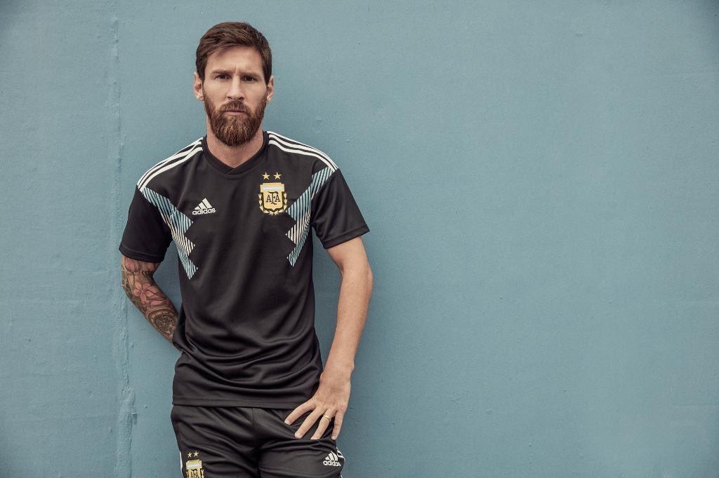 OFFICIEL✅  Voici le nouveau maillot extérieur de l'Argentine pour la Coupe du Monde.