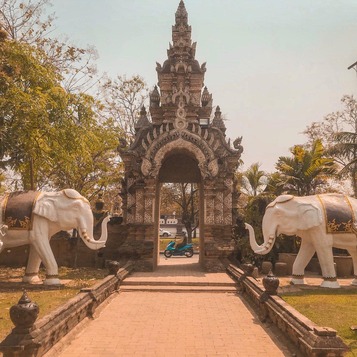 Time traveling #RoyWanders #Thailand #ChiangMai #WatLokMolee #ChiangMaiDiaries https://instagram.com/p/BgihCC8l1Ul/pic.twitter.com/C7pLmbAyxD