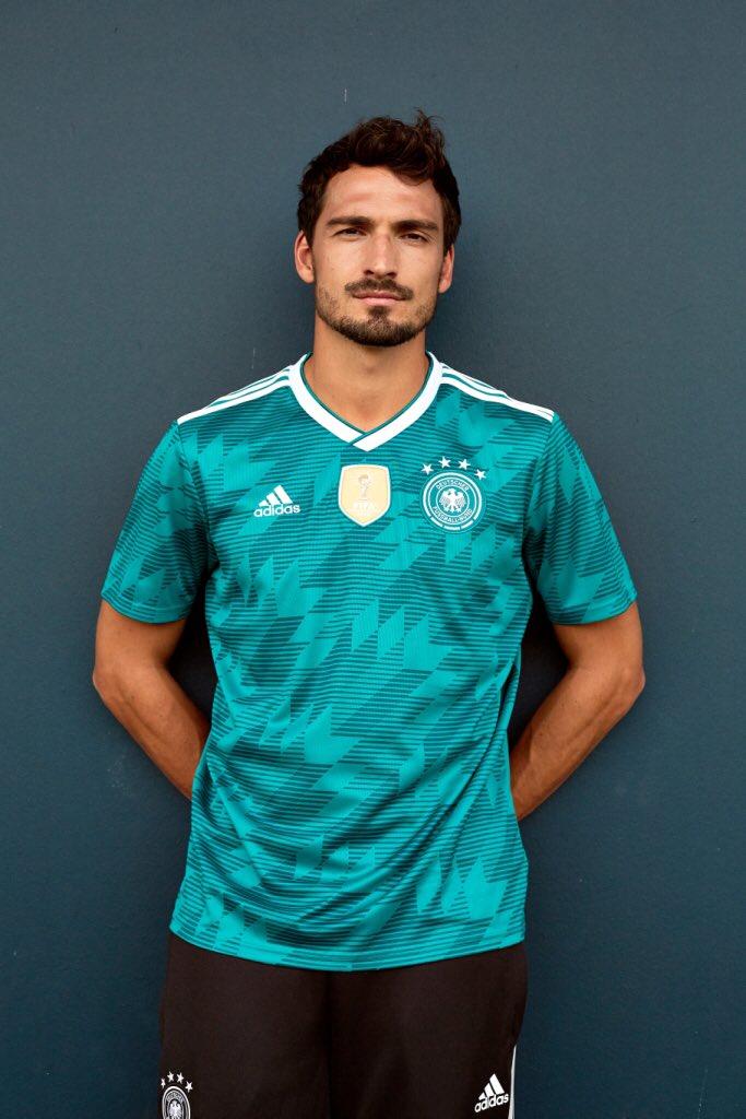 OFFICIEL ! Le maillot away de l'Allemagne pour la Coupe du Monde 2018. 🇩🇪