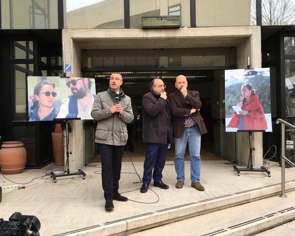 #20marzo. Il presidio davanti a palazzina del @Tg3web. Con @FnsiSocial e #Usigrai, ci sono la Presidente #Maggioni e il dg #Orfeo. #NoiNonArchiviamo: qualunque sarà la decisione della procura di Roma, continueremo a chiedere verità e giustizia per #IlariaAlpi e #MiranHrovatin