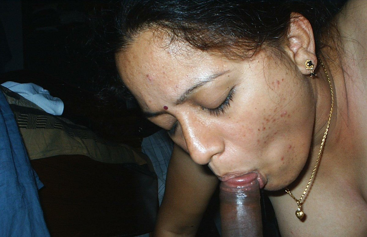 Desi very beautiful punjabi aunty sucking dick