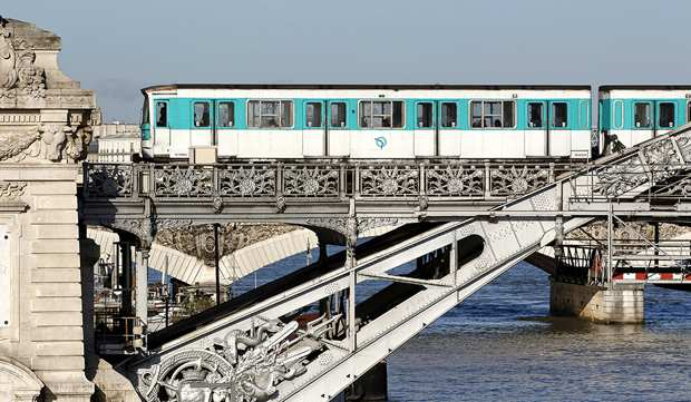 Paris : Hidalgo réfléchit à la gratuité des transports en commun >> https://t.co/B3o2Eel4ga