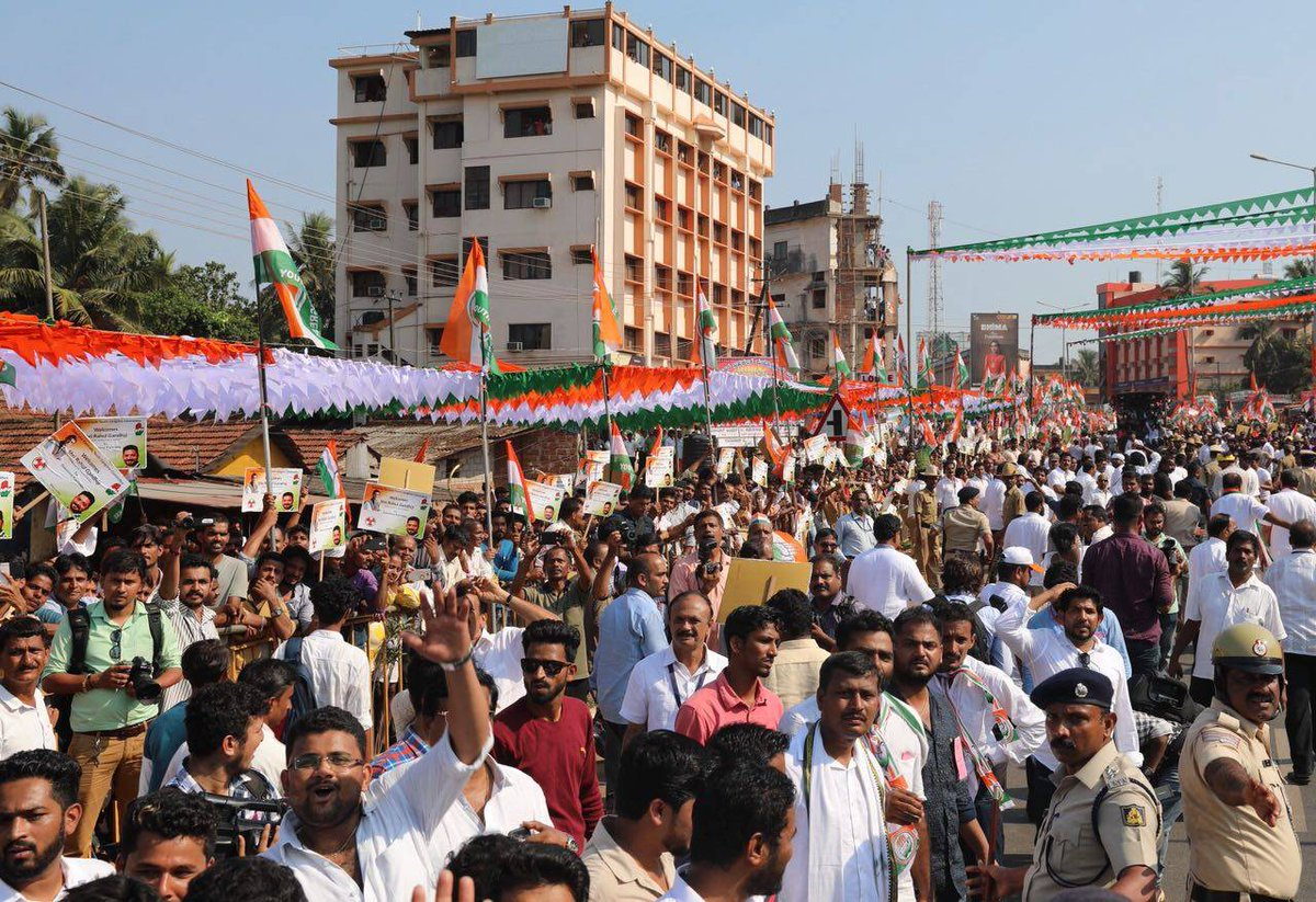 Congress President Rahul Gandhi is greeted by enthusiastic crowds in Surathkal and Mulki in Dakshina Kannada #JanaAashirwadaYatre #RGInKarnataka