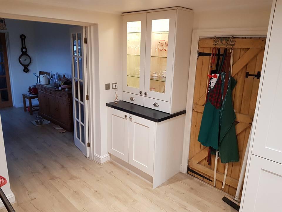 📸📸A few snapshots of @Burbidgekitchen Barnes painted chalk kitchen. This stunning country kitchen is our #InternationalHappinessDay inspiration. #staffordshirekitchens #kitchens #fittedkitchens #professionalkitchens @SiemensHomeUK