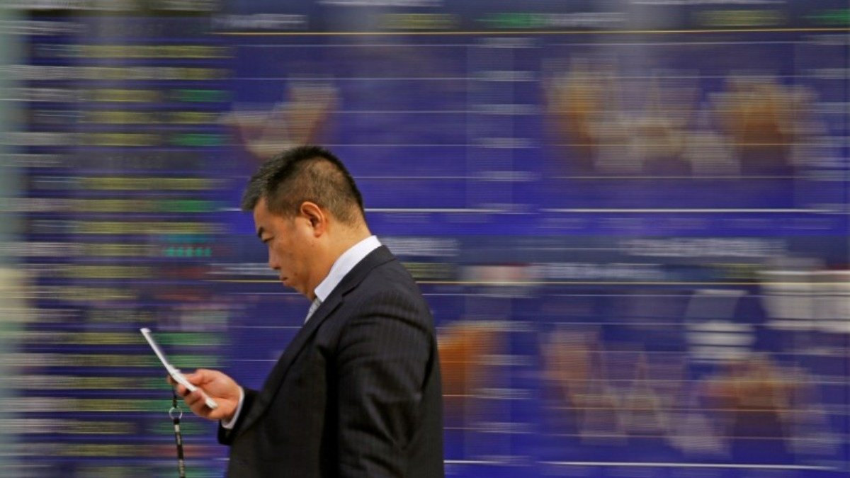 Asian markets slide on Facebook and Fed concerns https://t.co/9D31unEtad via @ReutersTV https://t.co/2GuY4yE4Lo