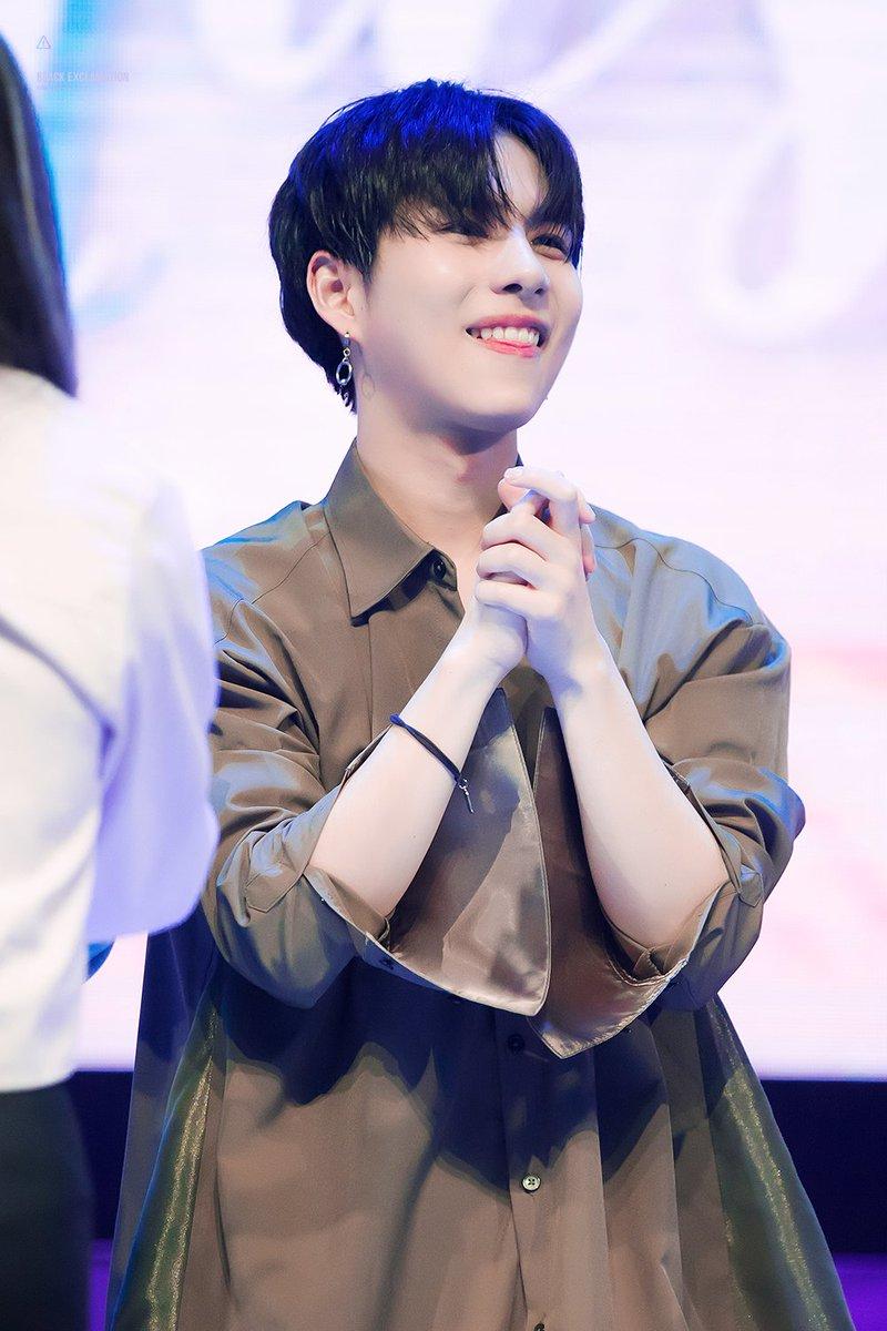 180317 팬콘  꿀 떨어지는 눈빛으로 팬들을 기다리는 세윤이 #김세윤...