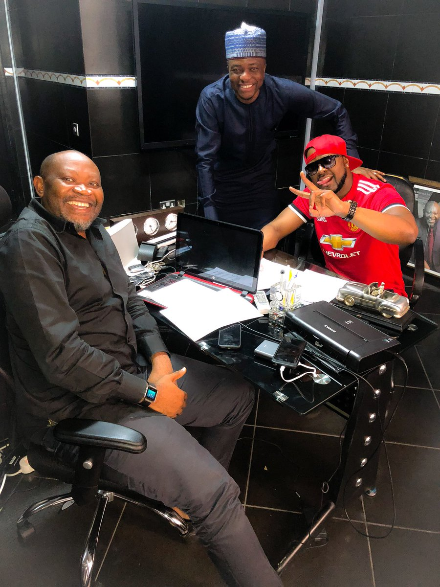 Finally, Finally I don enter oga @pauloo2104 office to sign @pepsi_naija Ambassador/Endorsement deal  @captdemuren #pepsidjambassador #refreshthemix <br>http://pic.twitter.com/ZmerZTizu8