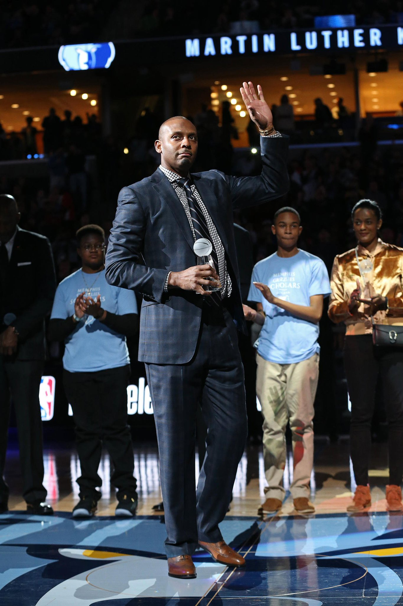Congratulations to @Memphis_MBBnew head coach, @Iam1Cent!   Welcome home, Penny. https://t.co/A9Pso1OhVa