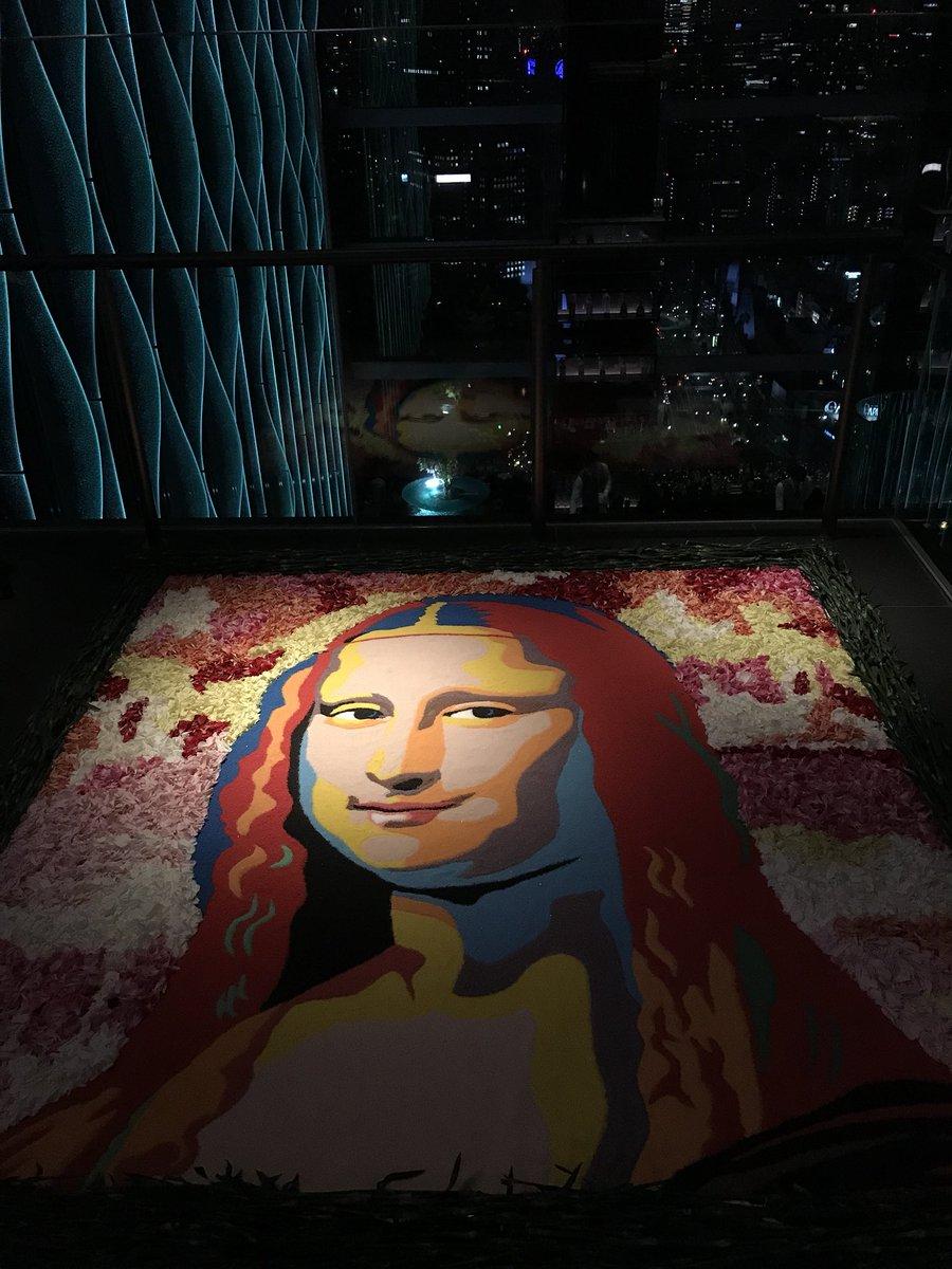 東京インフィオラータ2018、最初の作品はザ・プリンスギャラリー東京紀尾井町36階のモナリザ。 夜8時から約4時間かけて完成しました。 これはまるで空飛ぶ花の絨毯!東京の夜景に浮かぶインフィオラータは、ここでしか見れません! #東京インフィオラータ #モナリザ #ザプリンスギャラリー東京紀尾井町 pic.twitter.com/1Benbk0myA