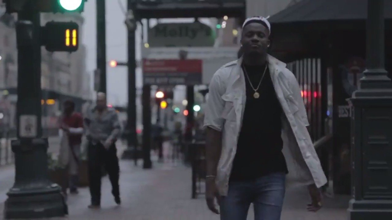 Check out why @capelaclint feels right at home in H-Town on his day off and every day with @ATT. https://t.co/Vyxps35WPW