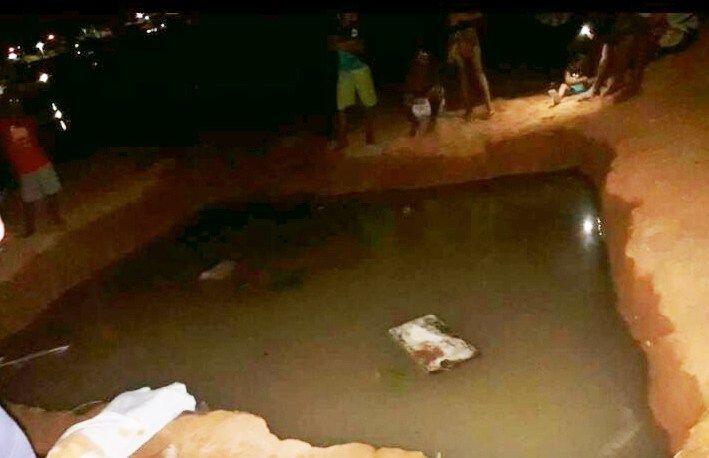 Caldeirão Grande: Menino morre em buraco de obra de esgoto sem sinalização https://t.co/IYUg2geUeZ