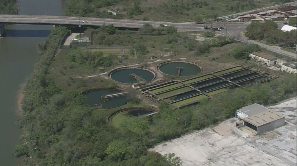 BREAKING: Body found in sewage treatment plant in E Houston https://t.co/jWZ4WqjDfL